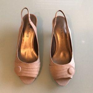 Taupe Heels size 7 Karen Scott